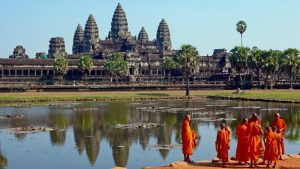 buddhist-monks-angkor-wat